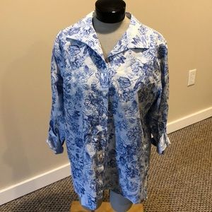 Chico's size 3(XL) white and blue floral blouse